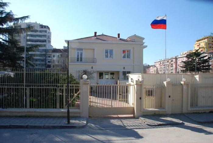 """Shqipëria e shpalli """"Non Grata"""" diplomatin rus, reagon """"ashpër""""  Kremlini"""