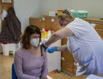 """Ja si po i """"josh"""" Çekia qytetarët që të vaksinohen kundër COVID"""