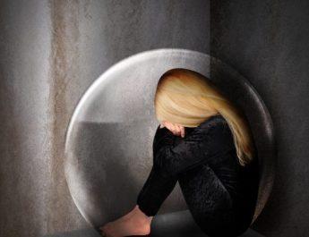 E pabesueshme ajo se çfarë i ndodh trupit të njeriut nëse vuan nga depresioni? Ja nga çfarë duhet të keni kujdes!